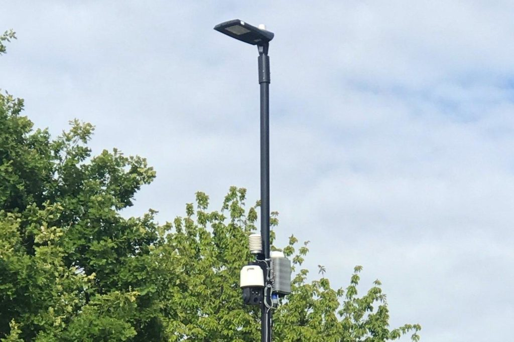public cctv on pol with Pan and tilt function